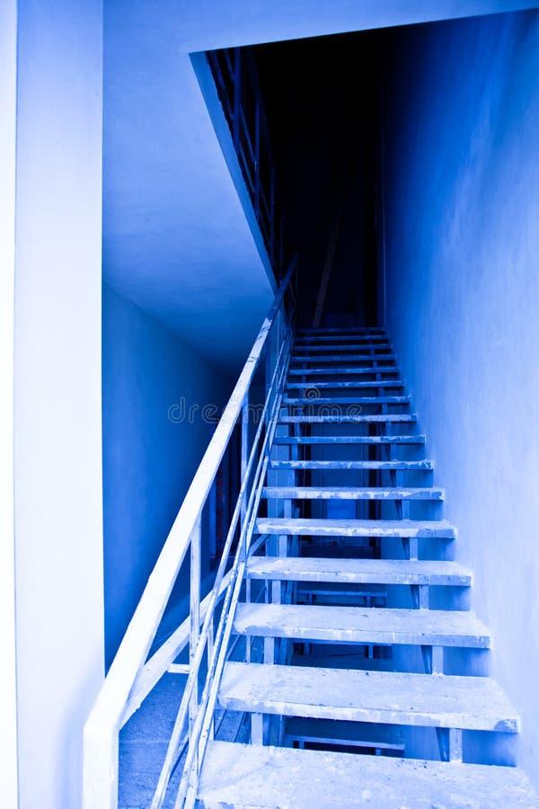 Mening aan blauwe lege trap stock afbeelding