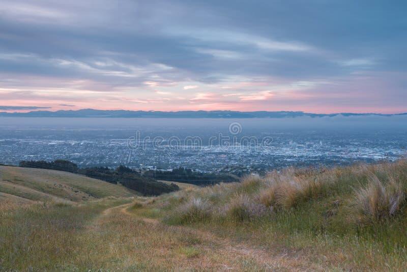 Mening aan Christchurch van heuvels dichtbij stad royalty-vrije stock afbeelding