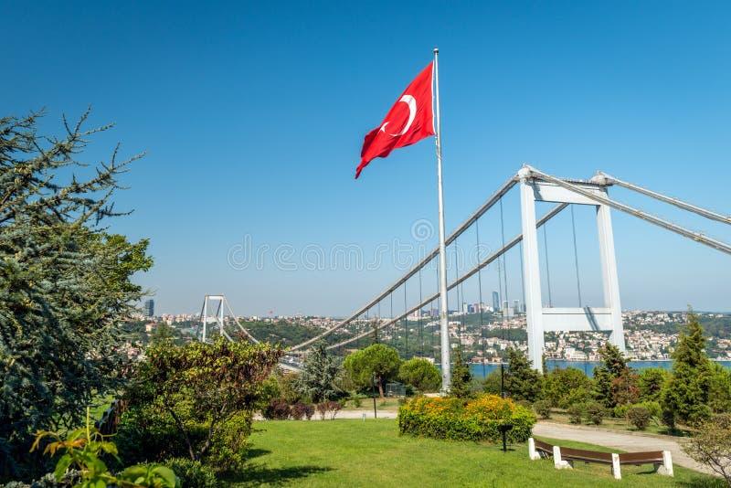 Mening aan de brug van Otagtepe in Istanboel, Turkije stock afbeeldingen