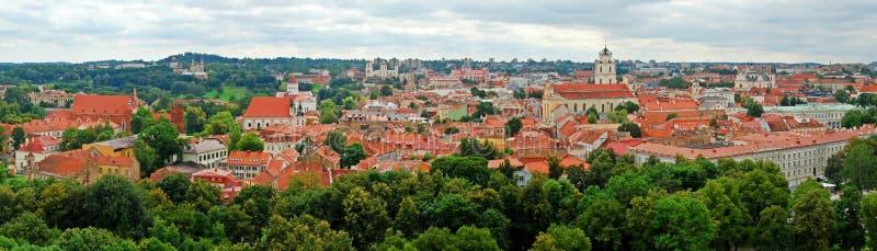 Download Mening Aan De Groene Oude Stad Van Vilnius In De Zomertijd Stock Afbeelding - Afbeelding bestaande uit sinaasappel, sightseeing: 39103655