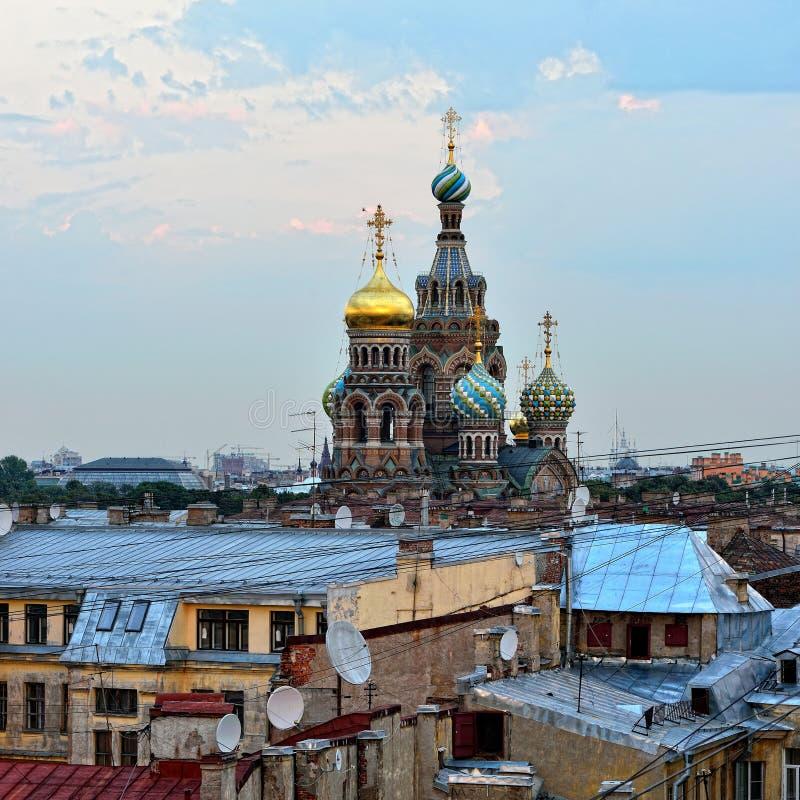 Mening aan de Kerkverlosser op Bloed in St. Petersburg, Rusland. royalty-vrije stock afbeeldingen