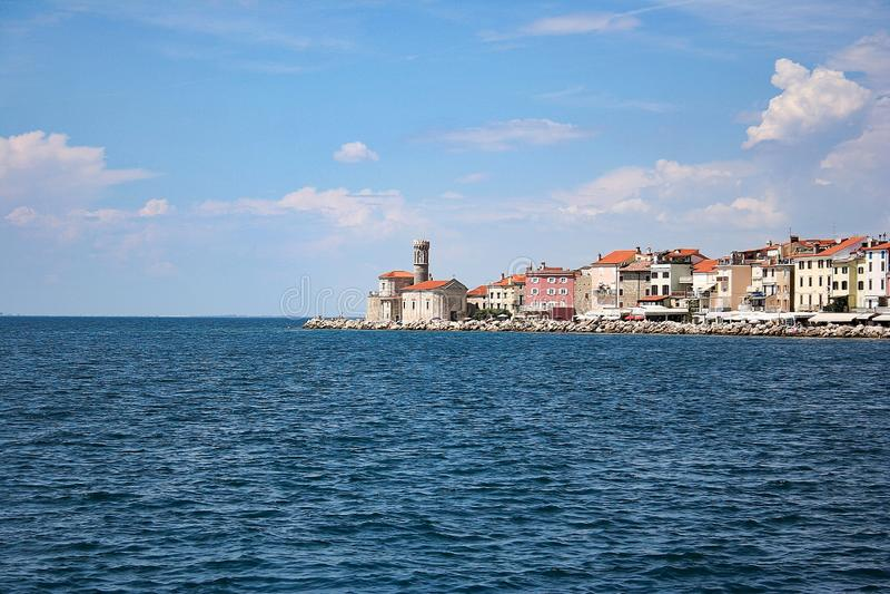 Mening aan de kustlijn van Piran in Slovenië stock afbeeldingen
