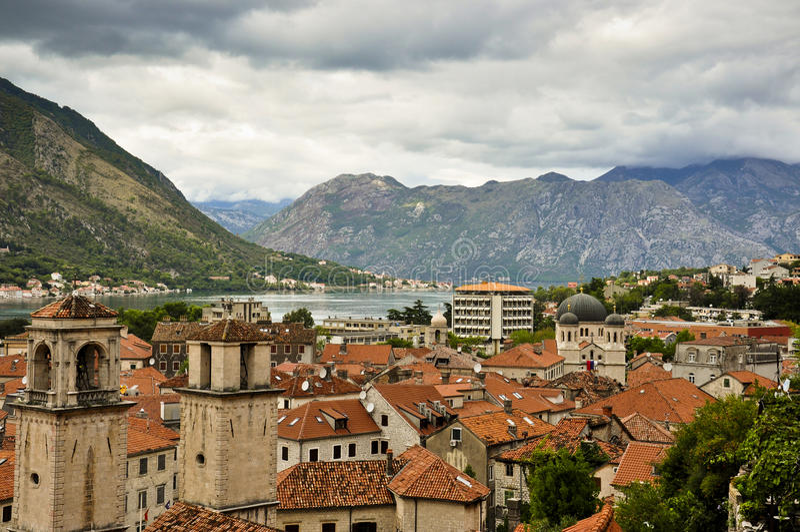 Mening aan de oude stad in Montenegro royalty-vrije stock fotografie