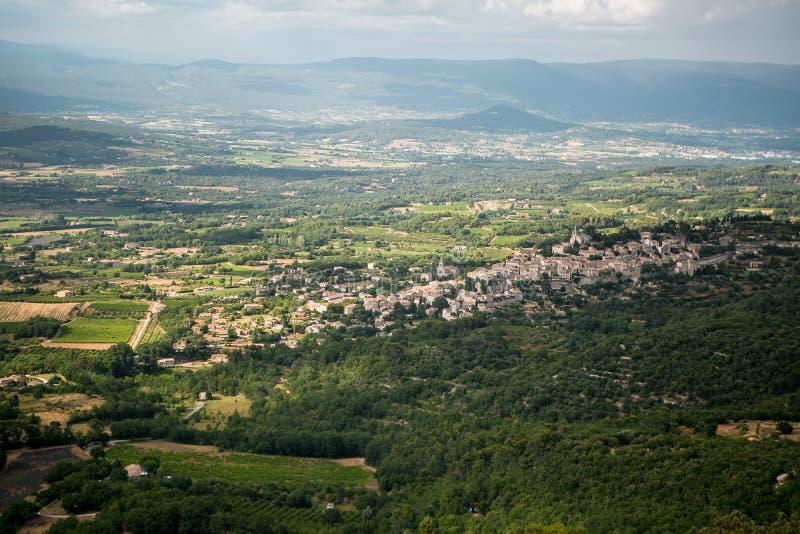 Mening aan de oude stad van Bonnieux in de Provence Frankrijk royalty-vrije stock foto's