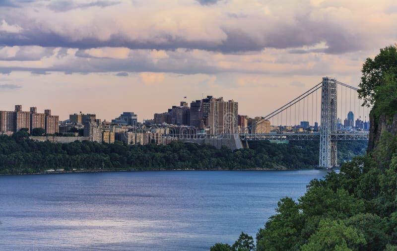 Mening aan George Washington Bridge van Henry Hudson-aandrijving royalty-vrije stock afbeeldingen