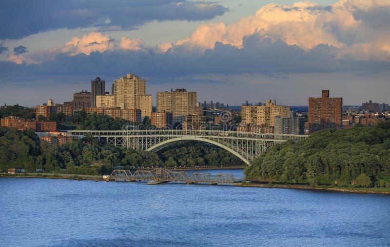 Mening aan Henry Hudson Bridge van Hudson River royalty-vrije stock afbeeldingen