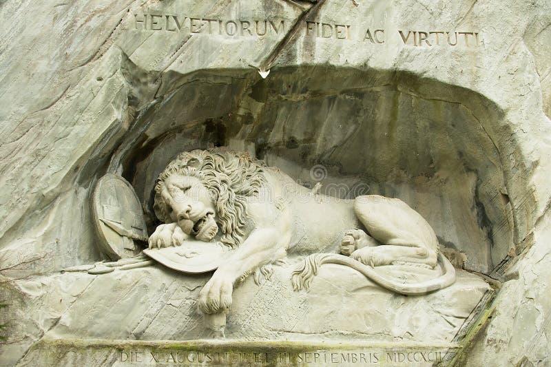 Mening aan het het Sterven Leeuwmonument in Luzerne, Zwitserland stock afbeeldingen