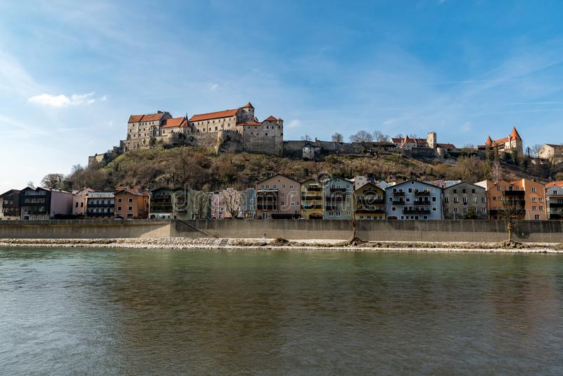 Mening aan het kasteel in Burghausen op daglicht royalty-vrije stock foto's