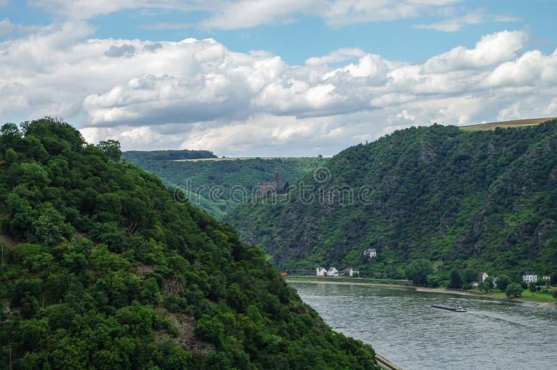 Mening aan het Kasteel van Rijn en van Burg Maus, St Goarshausen, Rijnland-P stock fotografie