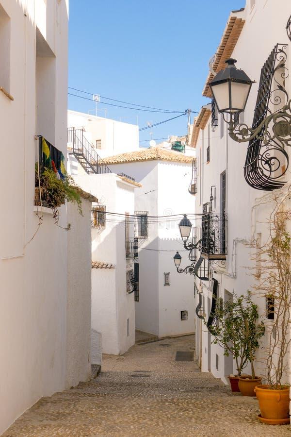 Mening aan mooie oude stadsstraat in Altea, Spanje royalty-vrije stock foto