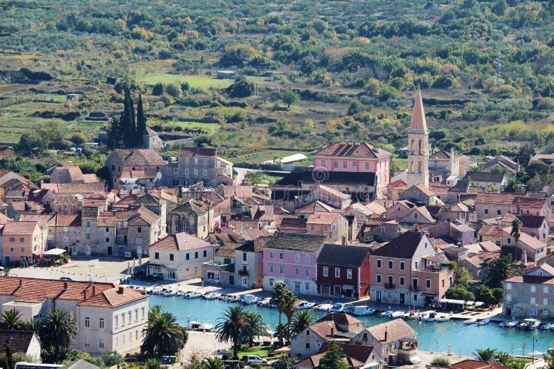 Mening aan Starigrad, een stad bij Hvar-eiland stock fotografie