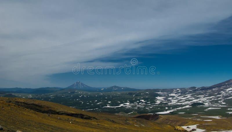 Mening aan Viluchinsky-vulkaan van caldera Mutnovsky, het schiereiland Rusland van Kamchatka stock foto