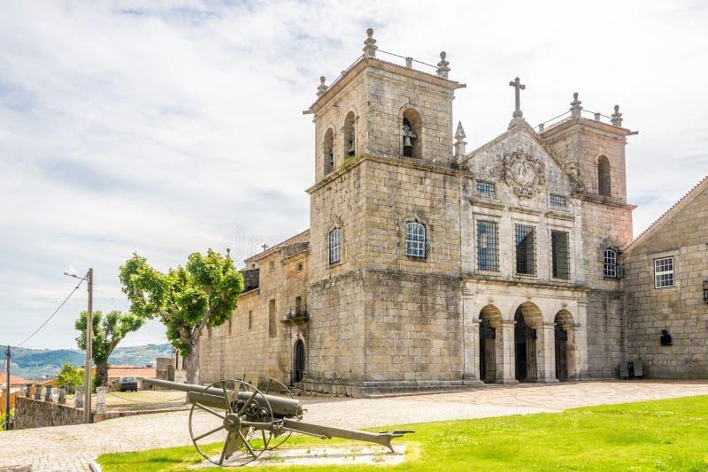 Mening bij de kerk van Santa Cruz in Lamego, Portugal stock foto