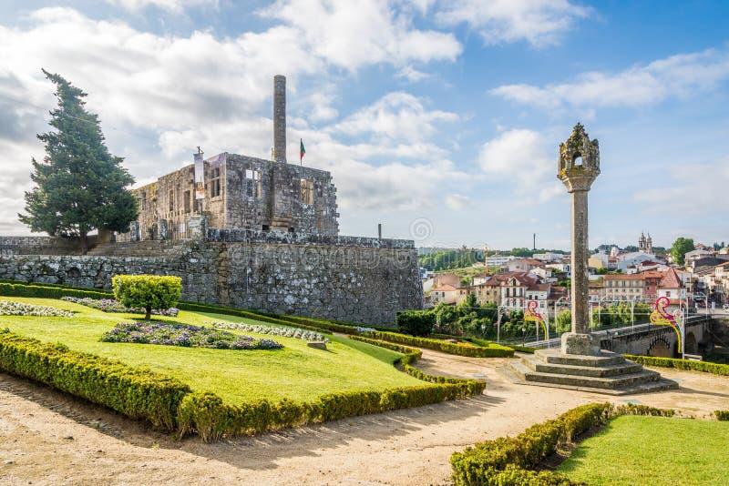 Mening bij de ruïnes van Paco-Dos Condes in Barcelos - Portugal stock foto