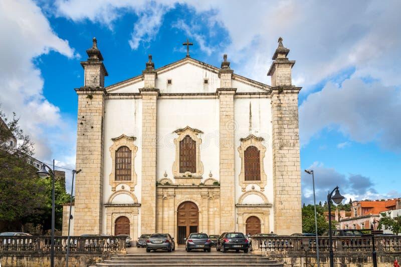 Mening bij de voorgevelkathedraal van Leiria - Portugal stock afbeeldingen