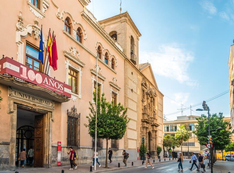 Mening bij het buiilding van de universiteit van Murcia in Spanje stock foto