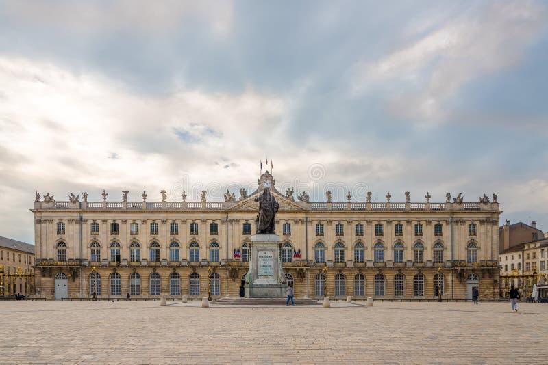 Mening bij het Stadhuisgebouw op de Plaats van Stanislas in Nancy - Frankrijk stock fotografie