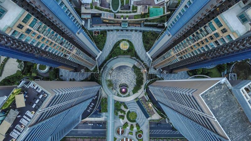 Mening-blåsa surret sköt av den fantastiska arkitekturen i Asien Flygfotografering från Hong Kong fotografering för bildbyråer