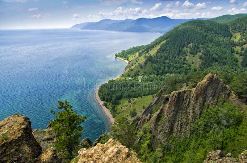 Mening boven groot mooi meer, het meer van Baikal, Rusland stock foto
