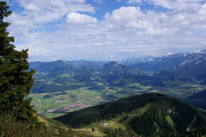 Mening in de vallei van Salzach, Oostenrijk royalty-vrije stock afbeelding
