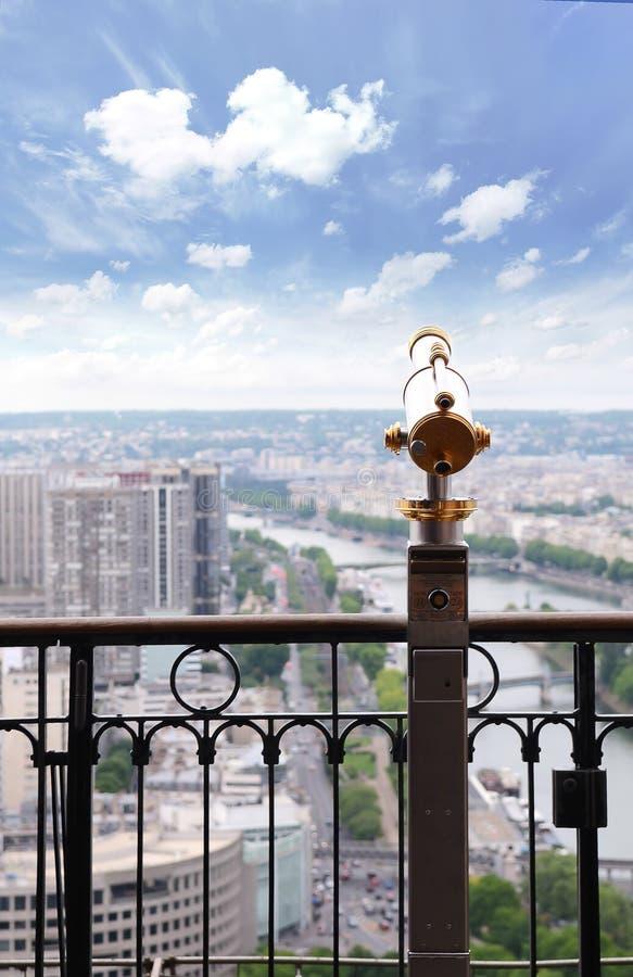 Mening die aan Parijs en Zegen van de toren van Eiffel, de Torentelescoop van Eiffel voor Parijs, Frankrijk overzien royalty-vrije stock fotografie