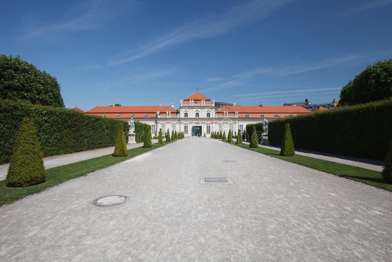 Mening door de gronden aan Lager Belvedere Paleis, Wenen royalty-vrije stock foto