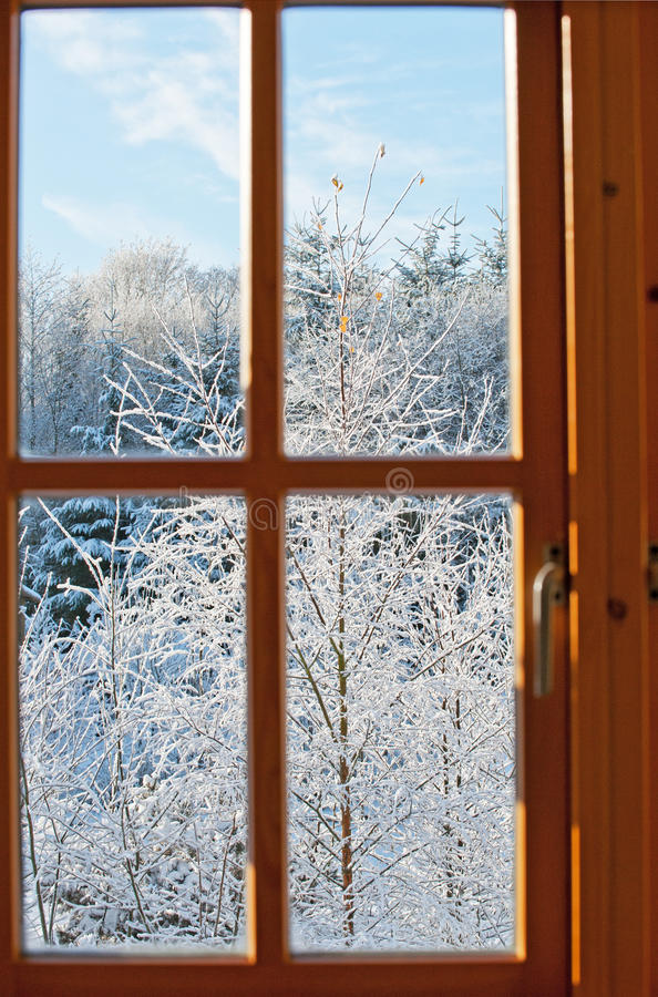 Mening door een venster, de wintertijd stock foto's