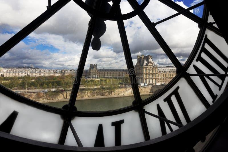 Mening door reuzeklok in Musee D ` Orsay stock afbeeldingen