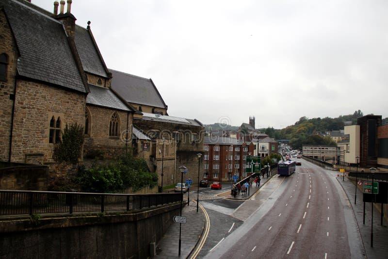 Mening langs de straat in de stad Durham, ten noordoosten van Engeland royalty-vrije stock afbeelding