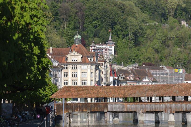 Mening naar schilderachtige gebouwen in Luzerne stock afbeeldingen
