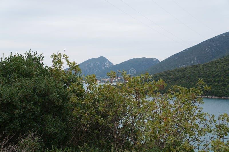 Mening op de heuvels en nog het water dichtbij Neum royalty-vrije stock foto