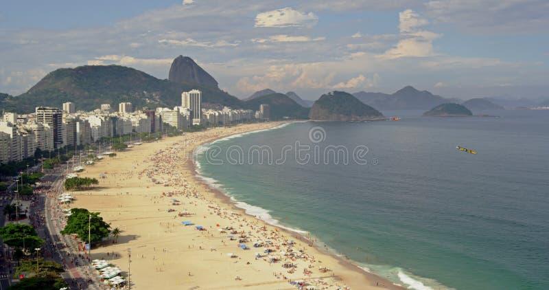 Mening op hoog niveau over Copacabana-Strand stock videobeelden