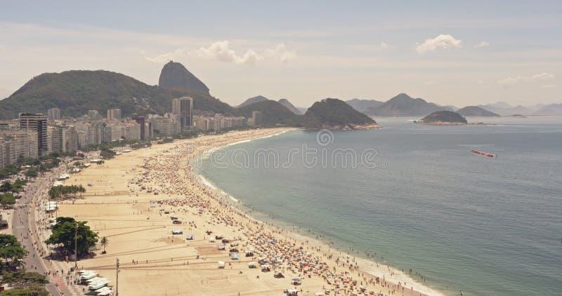 Mening op hoog niveau over Copacabana-Strand stock footage