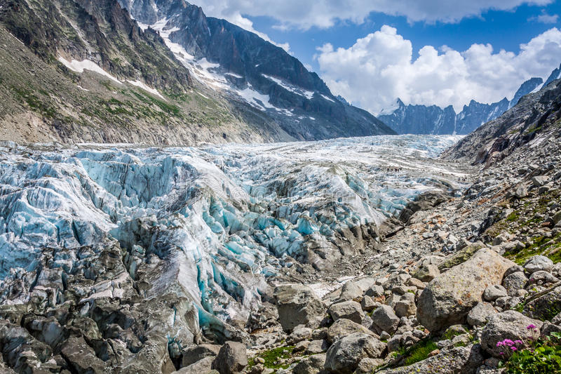 Mening over Argentiere-gletsjer Wandeling aan Argentiere-gletsjer met Th royalty-vrije stock afbeeldingen