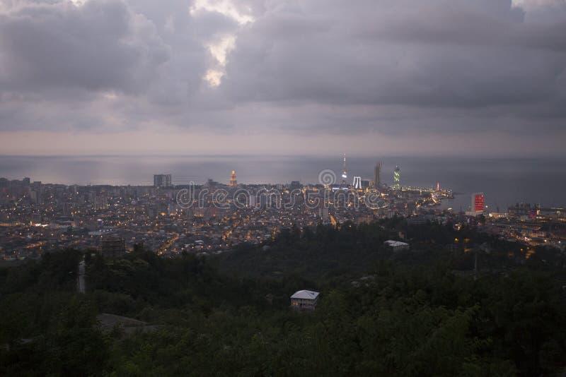 Mening over Batumi, Georgië bij Schemering stock foto