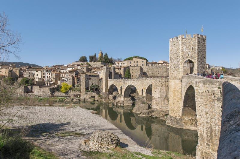 Mening over Besalu-stad royalty-vrije stock afbeelding