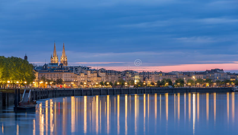 Mening over Bordeaux in de avond royalty-vrije stock afbeelding