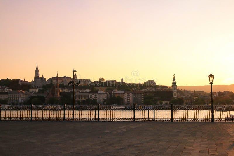Mening over Buda Hill van een het parlementsvierkant in Boedapest, Danu royalty-vrije stock foto's