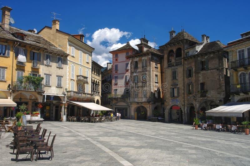 Mening over centraal vierkant van Domodossola, Piemonte, Italië royalty-vrije stock afbeeldingen