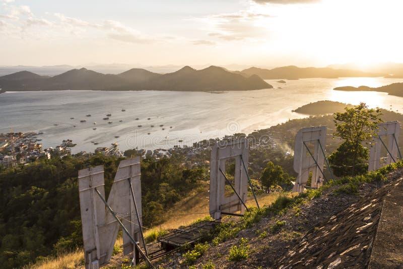 Mening over coron van heuvel bij zonsondergang, Filippijnen stock foto's