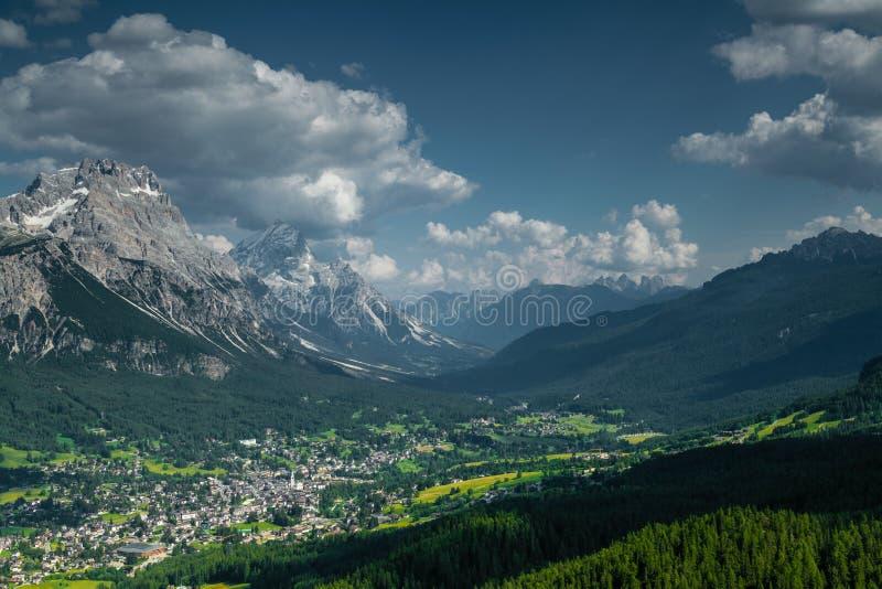 Mening over Cortina D'Ampezzo stock foto's