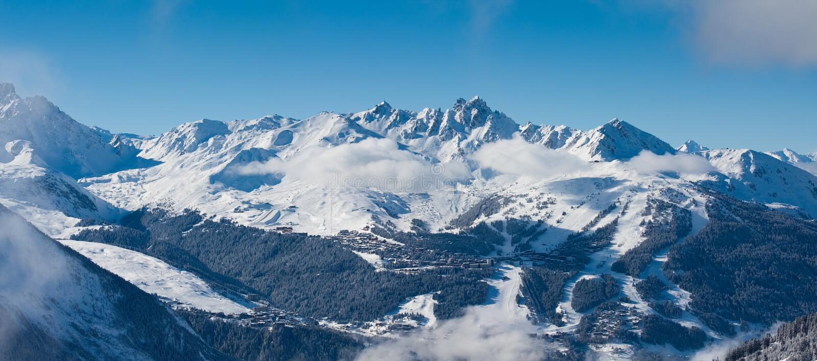 Mening over Courchevel, panorama royalty-vrije stock foto's
