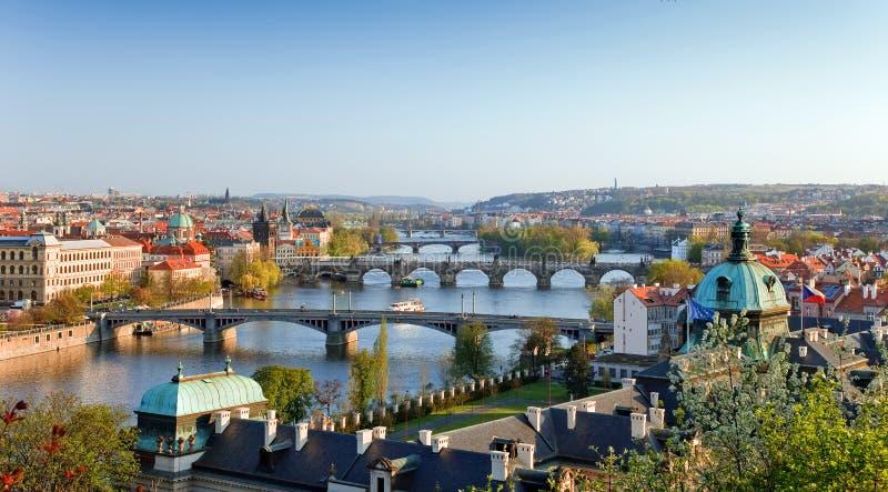 Mening over de Bruggen van Praag stock afbeeldingen