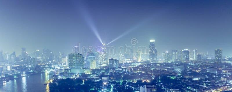Mening over de grote Aziatische stad van Bangkok stock afbeelding