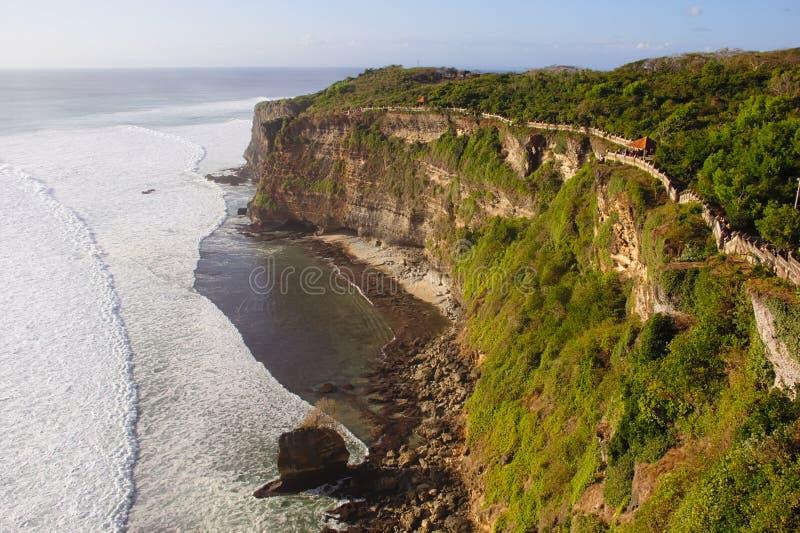 Mening over de oceaan van de klippen van Pura Luhur Uluwatu, Bali royalty-vrije stock foto