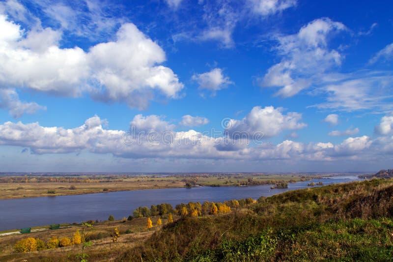 Mening over de Oka-rivier royalty-vrije stock fotografie