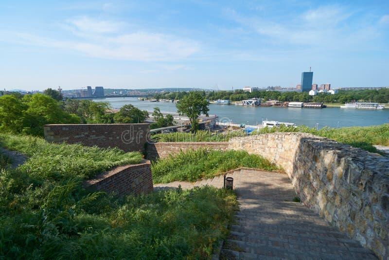 Mening over de rivier en Belgrado van Sava stock afbeelding