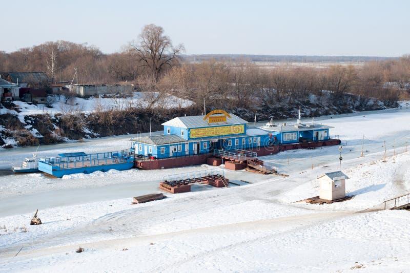 Mening over de rivier Trubezh en pijler in de stad Ryazan stock foto