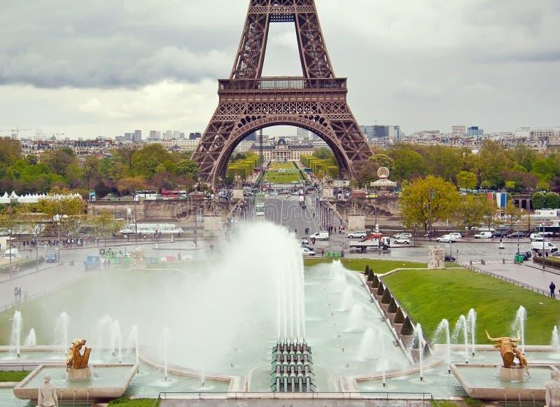 Mening over de Toren van Eiffel en de werkende fonteinen van Trocadero royalty-vrije stock foto