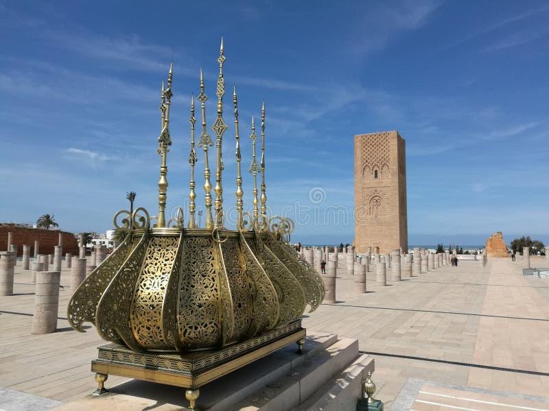 Mening over de toren van Hassan - Marokko stock afbeeldingen